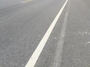 马路边的白色实线