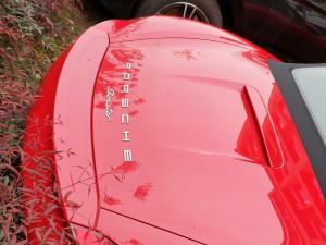 红色保时捷boxster双座敞篷跑车
