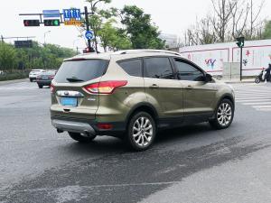 墨绿色福特翼虎SUV