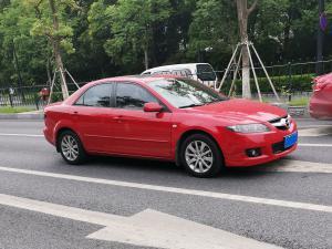 红色马自达6轿车