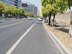 黄色实线和白色实线车道分割线