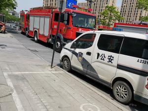 公安和消防车图片