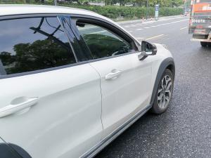 白色领克02车型图片