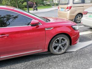 红色名爵MG6轿车