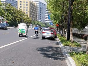 中国邮政送快递的三轮车