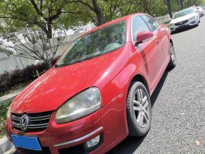红色大众速腾轿车
