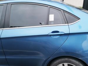 蓝色艾瑞泽5车窗和车门