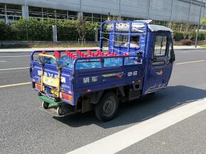 拉矿泉水的三轮电动车