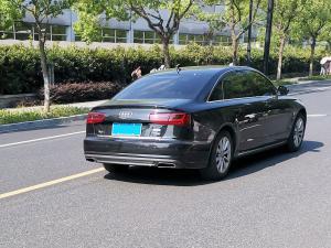 黑色奥迪A6L车身和车尾大灯