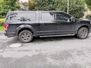 黑色福特猛禽车窗、车轮和车门