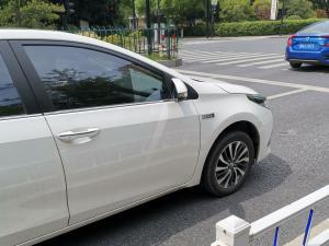 卡罗拉混动车窗和前车轮