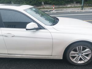 宝马320Li前轮、后轮、车窗和后视镜
