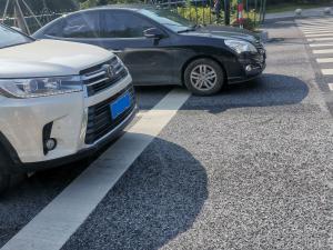 丰田汉兰达车头大灯和车轮