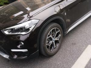 宝马X1新能源汽车前大灯