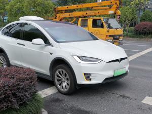 白色特斯拉Model X纯电动SUV(2张)