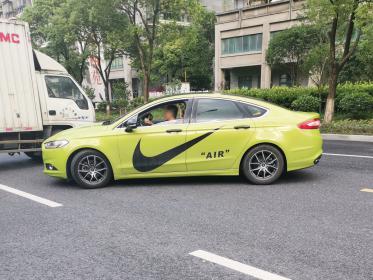 炫酷的耐克车贴 开在街头超级吸睛!(3张)