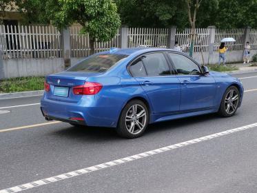 蓝色宝马320i轿车(2张)