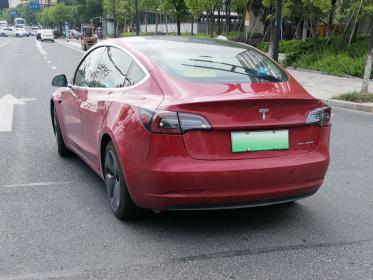 """车尾有""""dual motor""""的特斯拉3(1张)"""